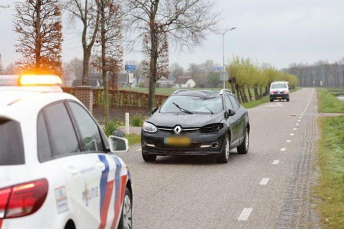 Fietser (75) omgekomen bij botsing auto