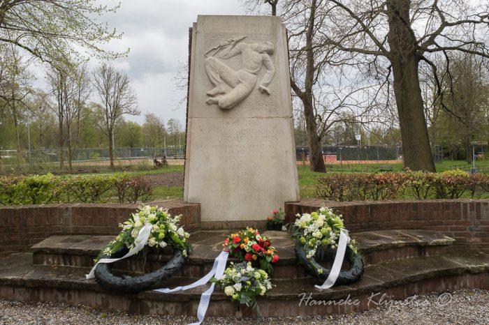 Dodenherdenking bij het monument op de wal (film en foto's)