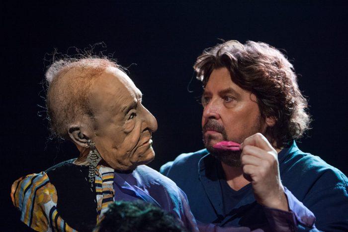 Aan Fred Delfgaauw de eer om af te trappen op het podium in het nieuwe theaterseizoen Veluvine.