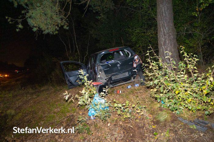 Auto in de berm bij kopstaart aanrijding op de A28 tussen 't Harde en Wezep
