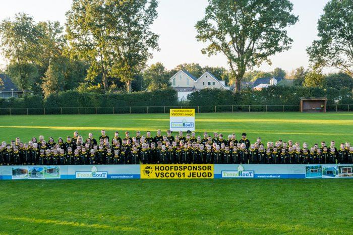 Trendhout sponsort trainingspakken Jeugd VSCO'61